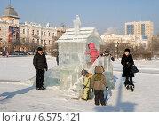 Купить «Детская ледяная горка на площади имени В.И. Ленина. Чита», эксклюзивное фото № 6575121, снято 13 января 2013 г. (c) Александр Щепин / Фотобанк Лори