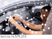 close up of smiling businesswoman driving car. Стоковое фото, фотограф Syda Productions / Фотобанк Лори
