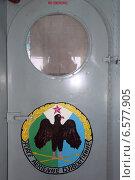 Дверь с гербом. Стоковое фото, фотограф Михаил Копылов / Фотобанк Лори