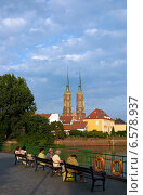 Купить «Women on a bench, in the background the Wroclaw Cathedral on the Cathedral Island, Poland», фото № 6578937, снято 2 сентября 2008 г. (c) Caro Photoagency / Фотобанк Лори