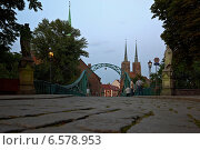 Купить «Wroclaw, Poland, the Tumskibruecke overlooking the St. John Cathedral on Cathedral Island», фото № 6578953, снято 2 сентября 2008 г. (c) Caro Photoagency / Фотобанк Лори