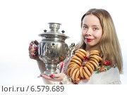 Русская девушка с самоваром. Стоковое фото, фотограф Абызова Елена / Фотобанк Лори