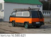Купить «Автомобиль Volkswagen Type 2 (T3)», эксклюзивное фото № 6580621, снято 19 октября 2018 г. (c) Щеголева Ольга / Фотобанк Лори