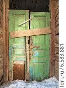 Купить «Старая деревянная дверь», фото № 6583881, снято 23 февраля 2013 г. (c) Константин Ёлшин / Фотобанк Лори