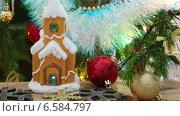 Купить «Новогодние украшения-  домик, снежинки и шарики», видеоролик № 6584797, снято 24 октября 2014 г. (c) Михаил Коханчиков / Фотобанк Лори