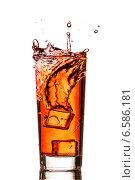 Купить «Всплеск чая в стакане со льдом», фото № 6586181, снято 25 октября 2014 г. (c) Владимир Агапов / Фотобанк Лори