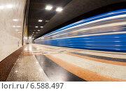 Купить «Поезд прибывает на станцию метрополитена», фото № 6588497, снято 23 февраля 2019 г. (c) FotograFF / Фотобанк Лори