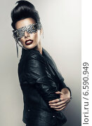pretty woman in black jacket. Стоковое фото, фотограф Александр Буц / Фотобанк Лори