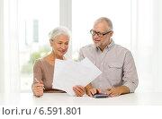 Купить «senior couple with papers and calculator at home», фото № 6591801, снято 4 сентября 2014 г. (c) Syda Productions / Фотобанк Лори