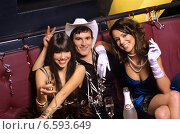 Купить «Group of friends celebrating New Year`s Eve in a nightclub», фото № 6593649, снято 18 июня 2019 г. (c) BE&W Photo / Фотобанк Лори