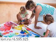 Купить «Mother and siblings painting with paint», фото № 6595925, снято 20 сентября 2018 г. (c) Яков Филимонов / Фотобанк Лори