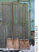 Две деревянные лопаты. Стоковое фото, фотограф рустам ниязов / Фотобанк Лори