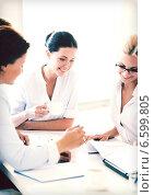 Купить «businesswoman with team on meeting in office», фото № 6599805, снято 9 июня 2013 г. (c) Syda Productions / Фотобанк Лори