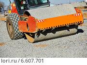 Купить «heavy compactor roller at road work», фото № 6607701, снято 24 октября 2014 г. (c) Дмитрий Калиновский / Фотобанк Лори