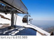 Купить «Станция подъемников на горнолыжном курорте Чимбулак», фото № 6610989, снято 8 мая 2014 г. (c) Elena Odareeva / Фотобанк Лори