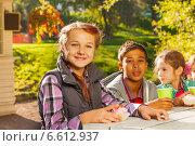 Купить «Дети разных национальностей пьют чай за столом», фото № 6612937, снято 20 сентября 2014 г. (c) Сергей Новиков / Фотобанк Лори