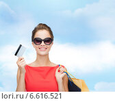 Купить «smiling woman with shopping bags and plastic card», фото № 6616521, снято 1 июня 2014 г. (c) Syda Productions / Фотобанк Лори