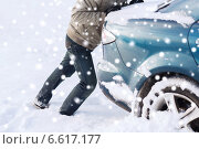 Купить «closeup of man pushing car stuck in snow», фото № 6617177, снято 16 января 2014 г. (c) Syda Productions / Фотобанк Лори