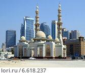Купить «Мечеть Al Huda Mosque, Sharjah UAE», фото № 6618237, снято 20 октября 2014 г. (c) SevenOne / Фотобанк Лори