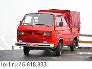 Купить «Volkswagen Transporter», фото № 6618833, снято 29 июля 2014 г. (c) Art Konovalov / Фотобанк Лори