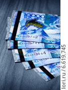 Купить «Денежные банкноты тенге, Казахстан», фото № 6619745, снято 7 августа 2013 г. (c) ElenArt / Фотобанк Лори