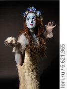Купить «Эмилия со свечой», фото № 6621965, снято 17 октября 2014 г. (c) Смирнова Лидия / Фотобанк Лори