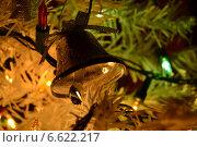 Купить «Ёлочная игрушка колокольчик», фото № 6622217, снято 31 декабря 2012 г. (c) Шумилов Владимир / Фотобанк Лори