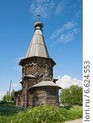 Купить «Деревянная церковь в селе Космозеро, Карелия, Заонежье», эксклюзивное фото № 6624553, снято 13 июня 2014 г. (c) Юлия Бабкина / Фотобанк Лори