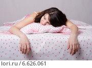 Девушка устало спит в постели. Стоковое фото, фотограф Иванов Алексей / Фотобанк Лори