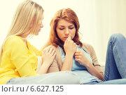 Купить «one teenage girl comforting another after break up», фото № 6627125, снято 12 апреля 2014 г. (c) Syda Productions / Фотобанк Лори