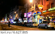 Купить «Париж, район Красных Фонарей ночью», видеоролик № 6627805, снято 30 декабря 2013 г. (c) FMRU / Фотобанк Лори