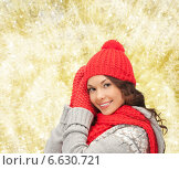 Купить «smiling young woman in winter clothes», фото № 6630721, снято 20 июня 2019 г. (c) Syda Productions / Фотобанк Лори