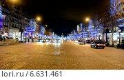 Купить «Париж (Франция), улица Елисейские Поля (Champs Elysees) с праздничной новогодней иллюминацией. Ночной вид», видеоролик № 6631461, снято 31 декабря 2013 г. (c) FMRU / Фотобанк Лори