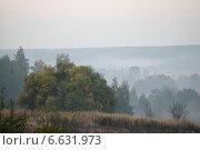 Купить «Раннее утро и туман в Подмосковье, в районе Коломны», эксклюзивное фото № 6631973, снято 21 сентября 2014 г. (c) Дмитрий Неумоин / Фотобанк Лори