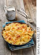 Купить «Картофельный гратен с сыром и сливками», фото № 6632377, снято 20 января 2014 г. (c) Ирина Завьялова / Фотобанк Лори