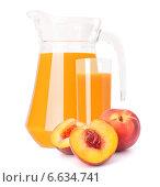 Купить «Peach fruit juice in glass jug», фото № 6634741, снято 31 июля 2012 г. (c) Natalja Stotika / Фотобанк Лори