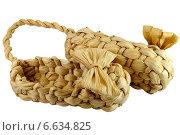 Купить «Декоративные плетеные лапти», фото № 6634825, снято 1 ноября 2014 г. (c) Владимир Вологжанин / Фотобанк Лори