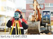 Купить «surveyor works with theodolite», фото № 6641053, снято 3 ноября 2014 г. (c) Дмитрий Калиновский / Фотобанк Лори