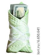 Купить «Пачка стодолларовых банкнот, завернутых в одеяло младенца», фото № 6650641, снято 16 октября 2018 г. (c) Владимир Мельников / Фотобанк Лори