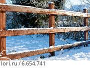 Купить «Деревянный забор зимой», фото № 6654741, снято 8 декабря 2010 г. (c) Татьяна Кахилл / Фотобанк Лори
