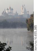 Купить «Река Москва и Коломенский кремль утром в туман», эксклюзивное фото № 6655385, снято 21 сентября 2014 г. (c) Дмитрий Неумоин / Фотобанк Лори