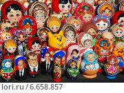 Купить «Сувенирная продукция продаются на Манежной площади в Москве», эксклюзивное фото № 6658857, снято 20 мая 2010 г. (c) lana1501 / Фотобанк Лори