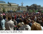 Купить «Празднование Дня Победы на Театральной площади», фото № 6659753, снято 9 мая 2014 г. (c) Самойлова Екатерина / Фотобанк Лори