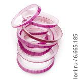 Купить «Sliced red onion rings isolated on white background cutout», фото № 6665185, снято 15 сентября 2014 г. (c) Natalja Stotika / Фотобанк Лори