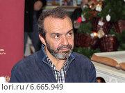 Радиоведущий Виктор Шендерович (2014 год). Редакционное фото, фотограф Сергей Соболев / Фотобанк Лори