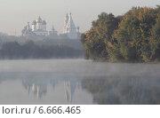 Купить «Река Москва и Коломенский кремль утром в осенний туман», эксклюзивное фото № 6666465, снято 21 сентября 2014 г. (c) Дмитрий Неумоин / Фотобанк Лори