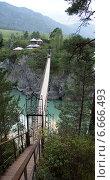Мост через реку Катунь ведущий к монастырю. Республика Алтай, поселок Чемал (2014 год). Стоковое фото, фотограф Юлия Куксова / Фотобанк Лори