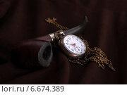 Старая курительная трубка и часы. Время перекура или время бросить курить. Стоковое фото, фотограф Ирина Еськина / Фотобанк Лори