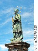 Купить «Статуя Святого Яна Непомуцкого, Карлов мост, Прага», фото № 6679725, снято 4 июля 2014 г. (c) Ласточкин Евгений / Фотобанк Лори