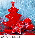 Купить «Красный новогодний декор на голубом фоне», фото № 6680033, снято 25 января 2014 г. (c) ElenArt / Фотобанк Лори